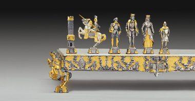 """Ensemble """"Little Médiéval"""" Echiquier et Jeu d'Echecs en Bronze, Onyx et Or 24 Carats"""