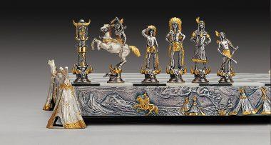 """Ensemble """"Indiens vs Cow Boy"""" Echiquier et Jeu d'Echecs en Bronze, Onyx et Or 24 Carats"""