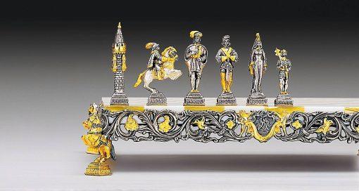 """Ensemble """"Gulliver et les Lilliputiens II"""" Echiquier et Jeu d'Echecs en Bronze, Onyx et Or 24 Carats"""