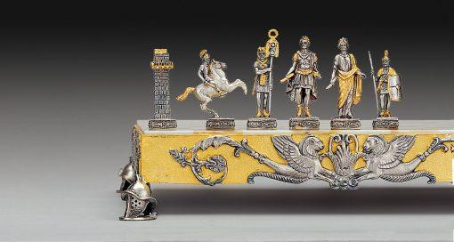 """Ensemble """"Empire Romain"""" Echiquier et Jeu d'Echecs en Bronze, Onyx et Or 24 Carats"""