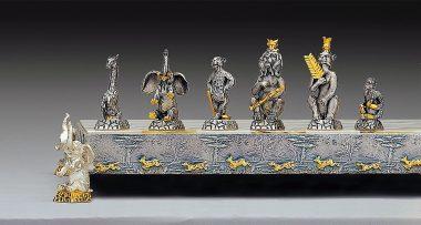"""Ensemble """"Animaux de la Jungle"""" Echiquier et Jeu d'Echecs en Bronze, Onyx et Or 24 Carats"""