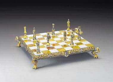"Ensemble ""Henri II d'Angleterre"" Echiquier et Jeu d'Echecs en Bronze, Onyx et Or 24 Carats"