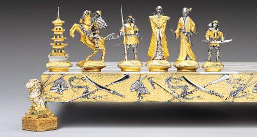 """Ensemble """"Samourai Bataille de Nagashino"""" Echiquier et Jeu d'Echecs en Bronze, Onyx et Or 24 Carats"""
