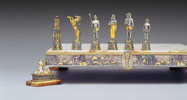 """Ensemble """"Ancienne Egypte Toutankhamon"""" Echiquier et Jeu d'Echecs en Bronze, Onyx et Or 24 Carats"""