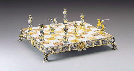 """Ensemble """"Prince Siegfried Héros des Nibelungen"""" Echiquier et Jeu d'Echec en Bronze, Onyx et Or 24 Carats"""