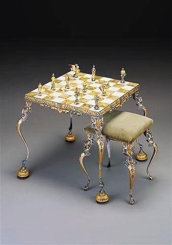 """Ensemble """"Roi Arthur et Guenièvre"""" Table d'Echiquier et Jeu d'Echecs en Bronze, Onyx et Or 24 Carats"""