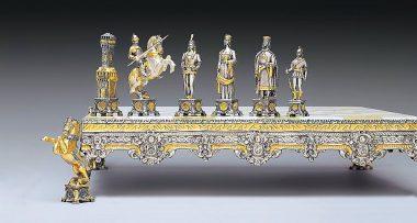 """Ensemble """"Soldats du Vatican vs Soldats de l'Etat II"""" Echiquier et Jeu d'Echecs en Bronze, Onyx et Or 24 Carats"""