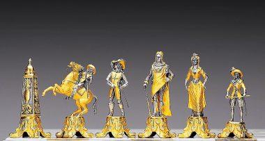 """Ensemble """"Louis XIV le Roi Soleil 1643"""" Table d'Echiquier carré et Jeu d'Echecs en Bronze, Onyx et Or 24 Carats"""