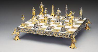 """Ensemble """"Louis XIV le Roi Soleil II"""" Echiquier et Jeu d'Echecs en Bronze, Onyx et Or 24 Carats"""