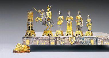 """Ensemble """"Vénétie Médiévale"""" Echiquier et Jeu d'Echecs en Bronze, Onyx et Or 24 Carats"""