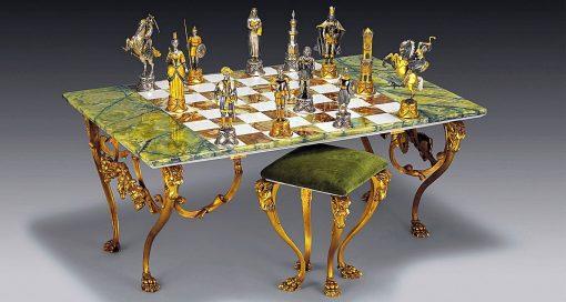 """Ensemble XL """"Charlemage Roi des Carolingiens vs Maures d'Espagne"""" Table d'Echiquier rectangulaire et Jeu d'Echecs en Bronze, Onyx et Or 24 Carats"""