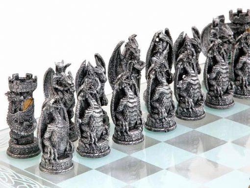 """Ensemble """"Dragons"""" Echiquier en Verre et Jeu d'Echecs en Résine Peint"""