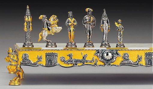 """Ensemble """"Gulliver et les Lilliputiens"""" Echiquier et Jeu d'Echecs en Bronze, Onyx et Or 24 Carats"""