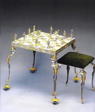 """Ensemble """"Bataille Médiévale"""" Table d'Echiquier et Jeu d'Echecs en Bronze, Onyx et Or 24 Carats"""